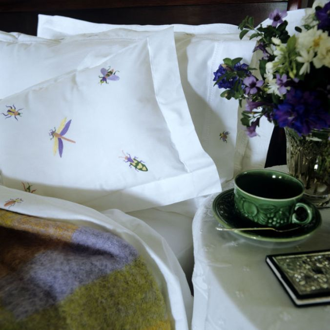 gallery-1499769452-pillows-on-bed